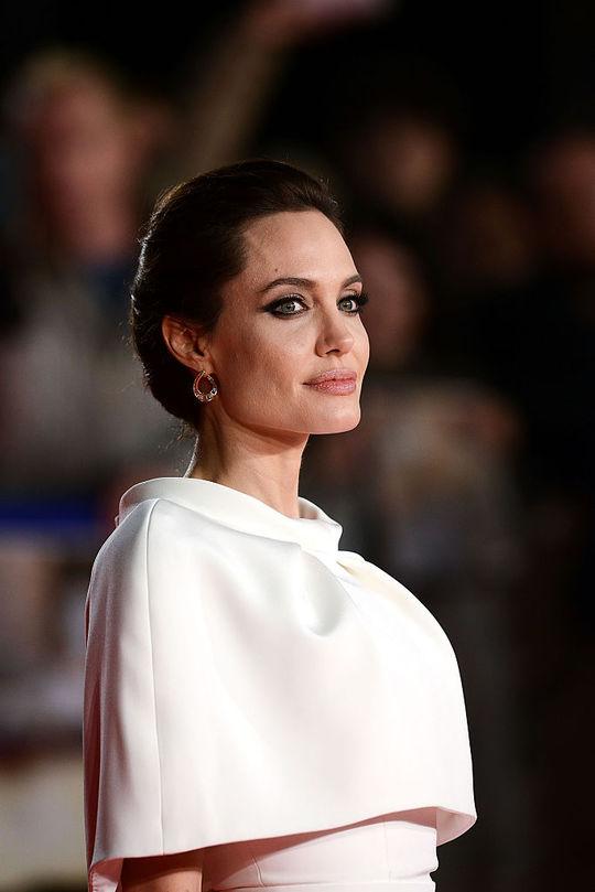 Анджеліна Джолі (Cover: якою була і якою стала)