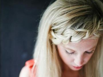 Быстрые прически: коса из челки