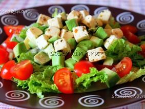 Зеленый салат с брынзой и черри