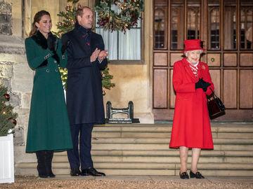 Єлизавета ІІ та принц Вільям з Кейт Міддлтон
