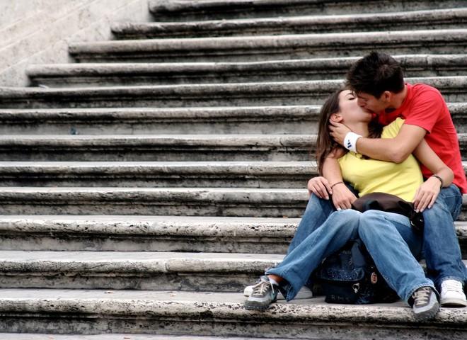 Поцелуи спасают от стресса и возбуждают