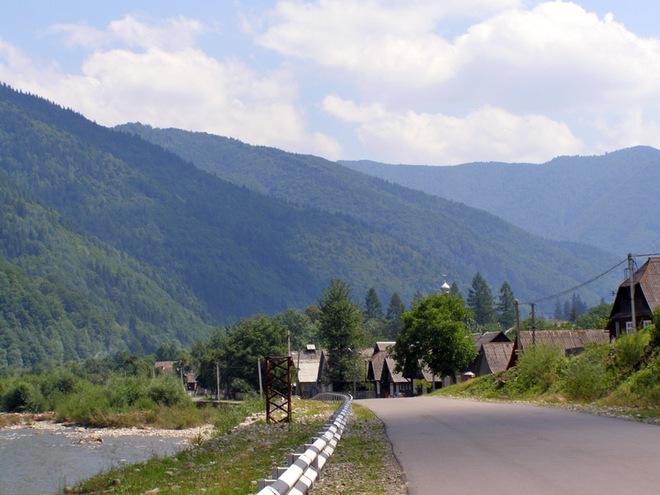 День Конституції України: куди поїхати відпочивати на святкових вихідних