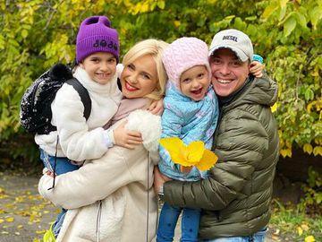 Лилия Ребрик и Андрей Дикий с дочерьми