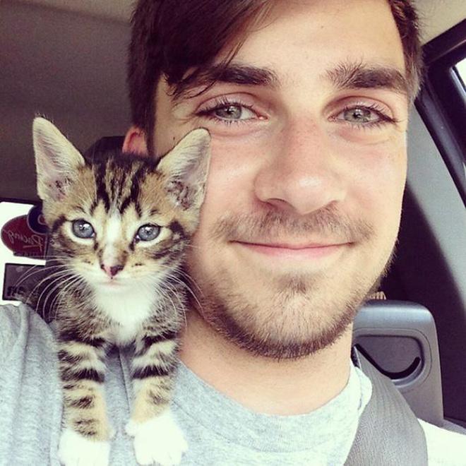 """Лучший Инстаграм аккаунт """"Горячие парни с котятами"""""""