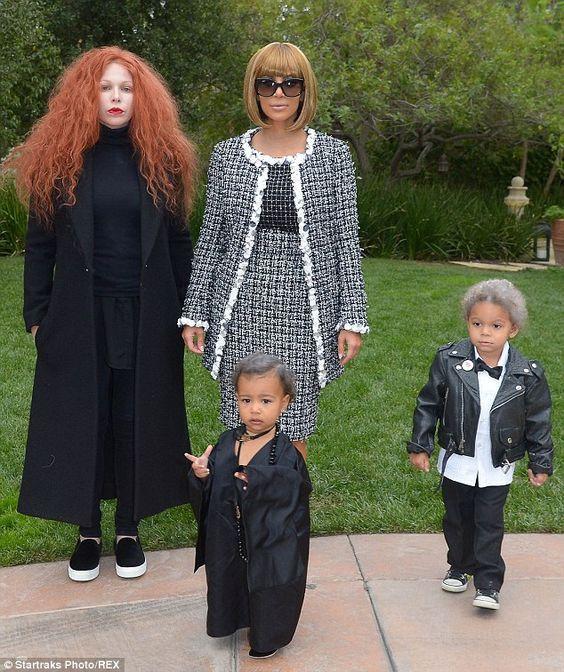 Костюмы Ким Кардашьян на Хэллоуин
