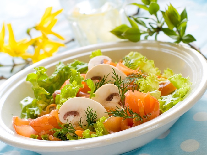 Обирай у новорічне меню 2012 святкові салати з риби.