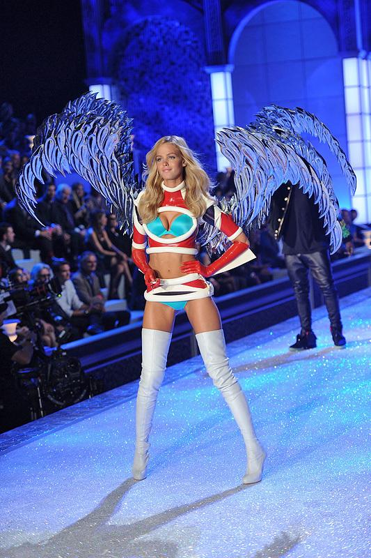 2011 Victorias Secret Fashion Show