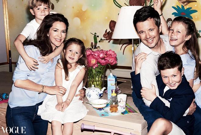 Принц Фредерік і принцеса Мері з дітьми (фото)