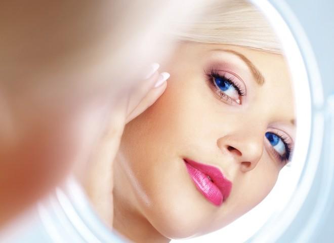 У моді осені 2011 жіночні і романтичні відтінки помад.