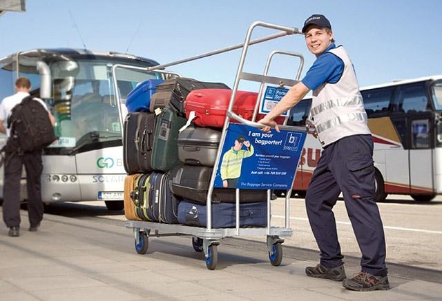Вороги мандрівника: Вантажник в аеропорту