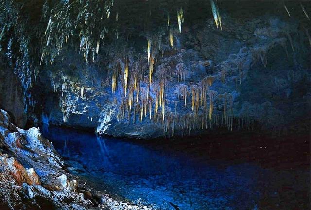 Пещера голубого озера в Бразилии