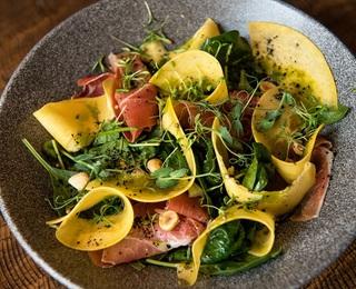 Салат з маринованим гарбузом і шовдарем