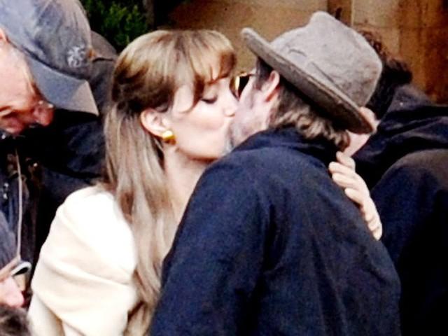 Люси и хибики поцелуй фото редко