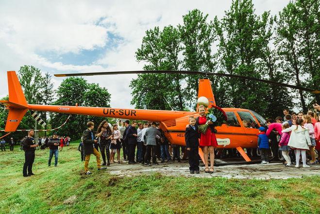 Вертолет приземлился во дворе сельской школы: проект Лидии Таран продолжает осуществлять детские мечты