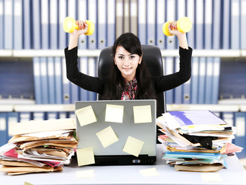 Розминка на робочому місці: Вправи для тих, хто працює за комп'ютером