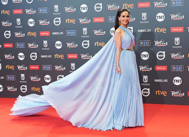 Наталья Орейро в голубом платье