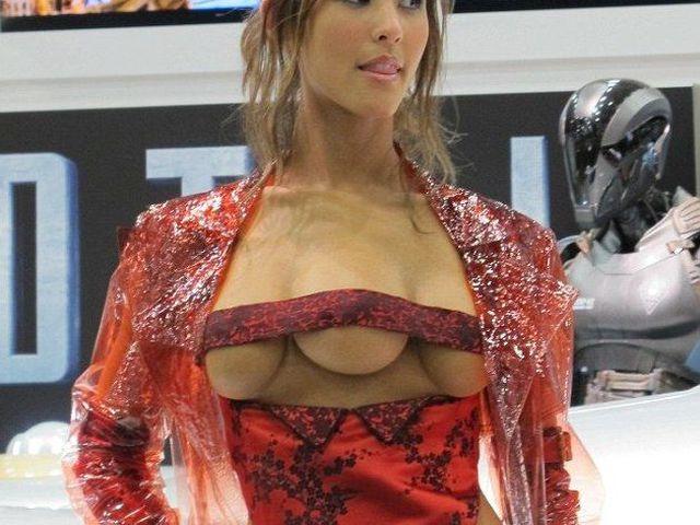 Проститутка с тремя грудями вспомнить всё