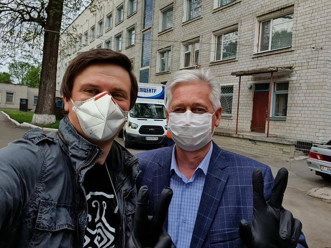 Дмитро Комаров разом з бізнесменами забезпечили дві лікарні засобами захисту та дезінфекції