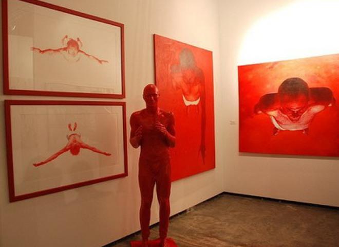 Арт-проект SUPERHERO: художники исследовали культовых героев