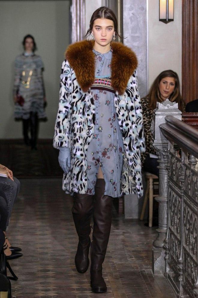 Украинская модель дефилировала на показе Valentino