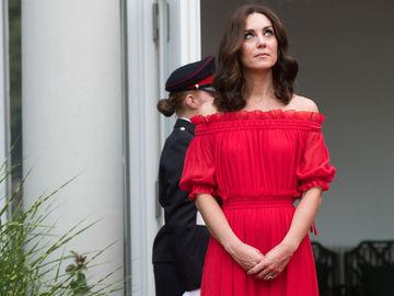 Кейт Міддлтон в червоному платті від Alexander McQueen