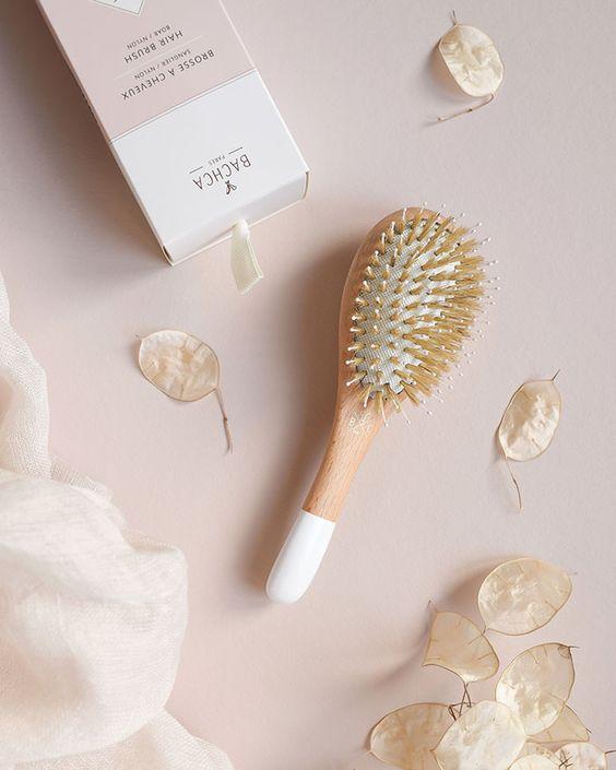 Гребінці з натуральних матеріалів не травмують волосся і зменшують електризацію волосся
