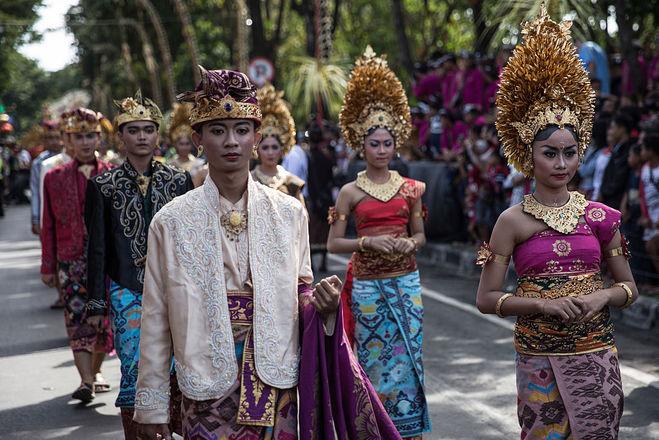 Традиционные свадебные наряды на Бали