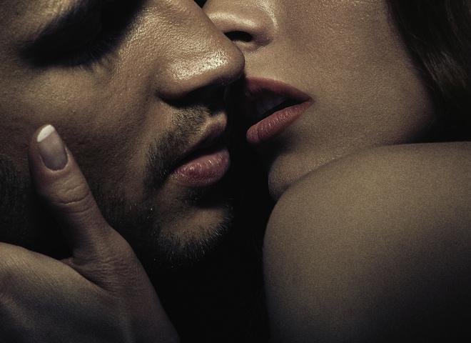 Поцілунок із зіркою: ТОП-5 фанаток, яким пощастило цілуватися зі своїм кумиром