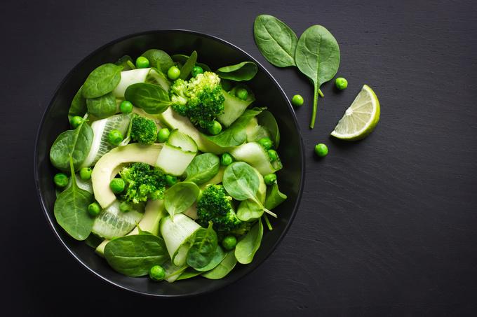 Салат зі шпинату, орігрів і брокколі