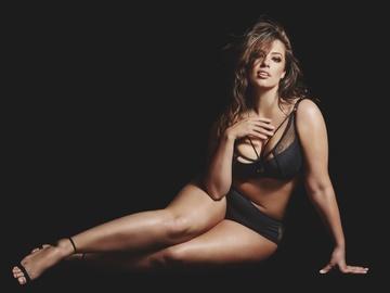 Plus-size модель Эшли Грэхэм в рекламе нижнего белья