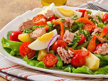 Салат з перепелиними яйцями