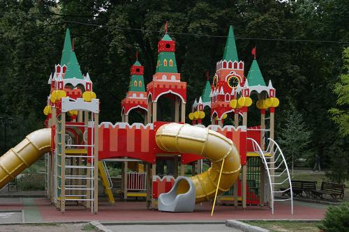Отпустите детей поиграть в Кремле!
