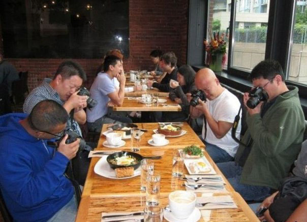 Японские туристы в русском ресторане