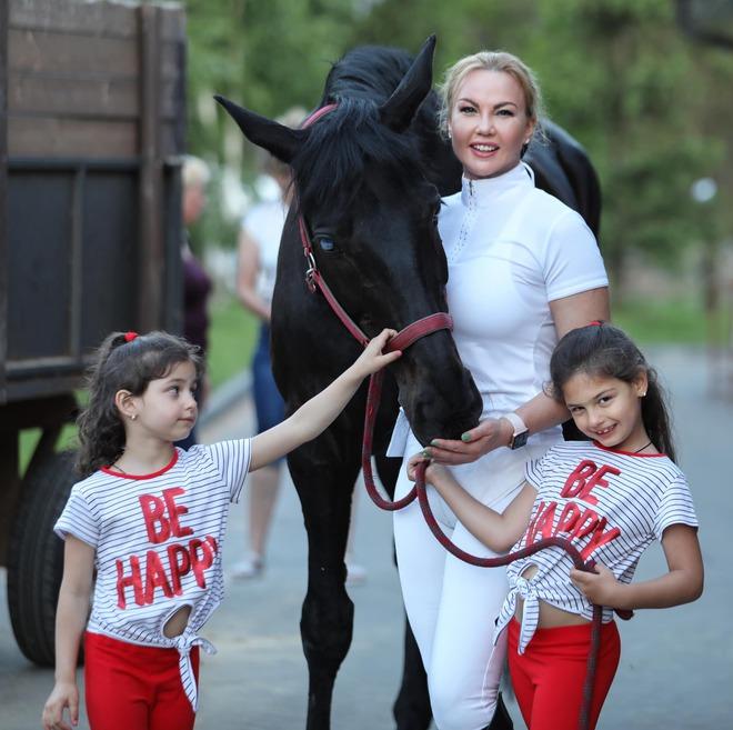 KAMALIYA з дочками