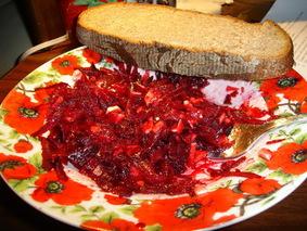 Салат из свёклы с чесноком