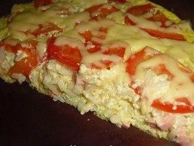 Запеканка с рисом, сыром и колбасой