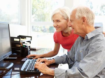 Як утримати на карантині літніх людей