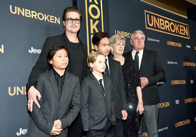 Брэд Питт с родителями и детьми