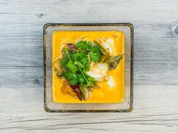 Суп з каррі і морепродуктами