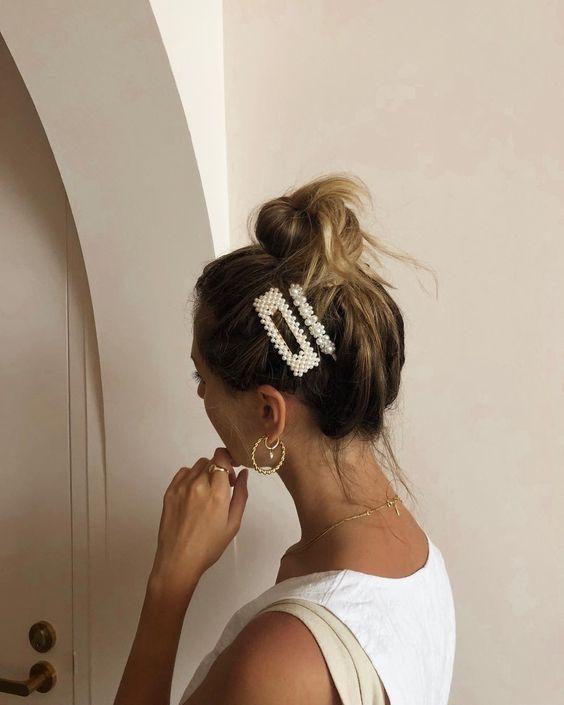 Зачіски з великими шпильками на літо: ТОП-10 варіантів