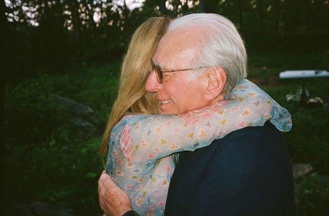 Нікола Пельтц з батьком