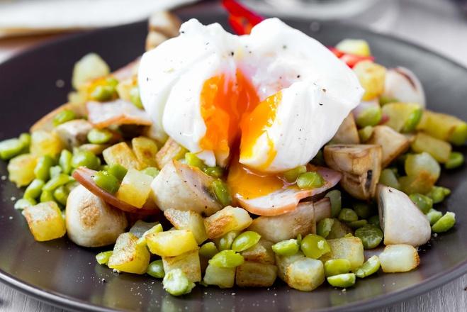 Салаты с яйцом-пашот