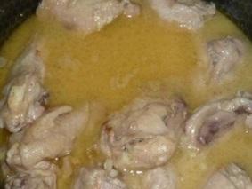 Курица тушеная в сметане
