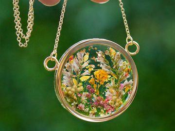 Біжутерія з живих квітів