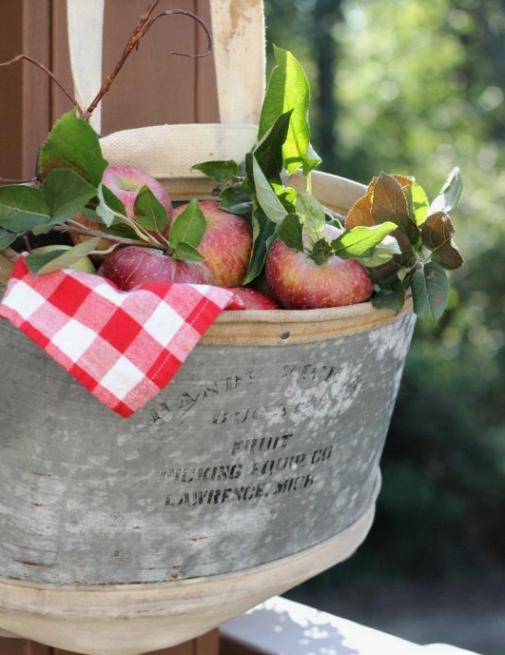 Осенний декор из яблок