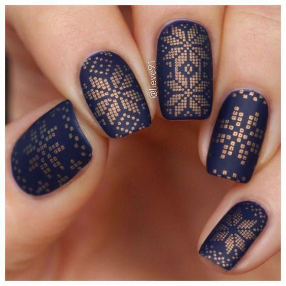 Маникюр в стиле вышиванки: 15 идей с украинским орнаментом