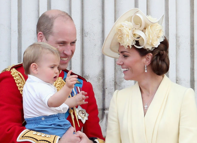 Кейт Миддлтон и принц Уильям с сыном Луи