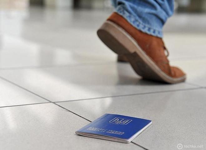 Що робити, якщо загубили закордонний паспорт за кордоном