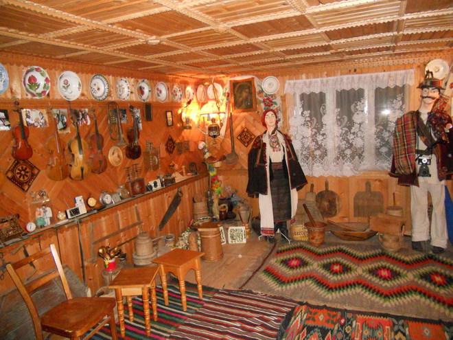 Новий рік 2013 в Карпатах: музей гуцульського побуту, етнографії та музичних інструментів Романа Кумлика