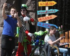 День сміху 2017 Києві: маскарадний велопарад на Хрещатику